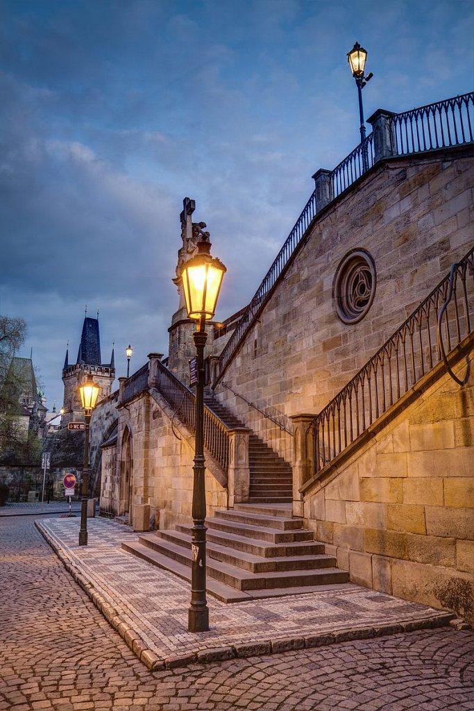 Ranní Karlův most schody, fotograf Praha - IMG-7518.jpg