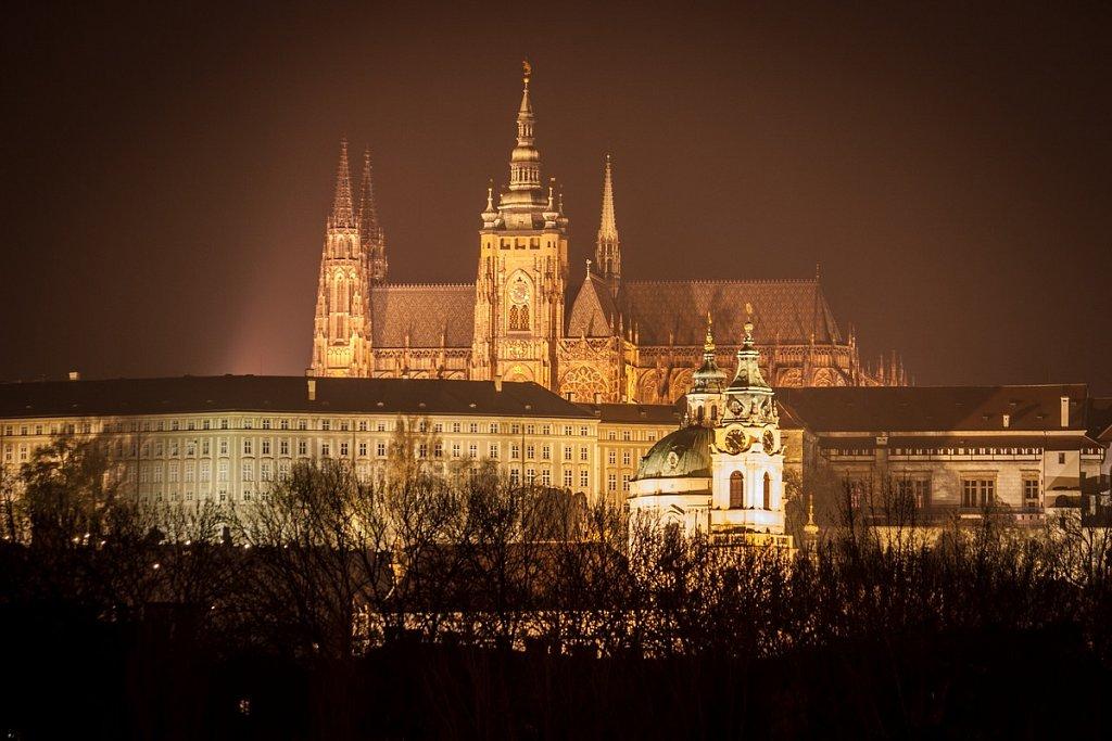 Praha mlhou zastřená